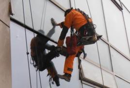 Этапы качественной установки стеклопакетов промышленными альпинистами компании «Промальпинизм-Москва»